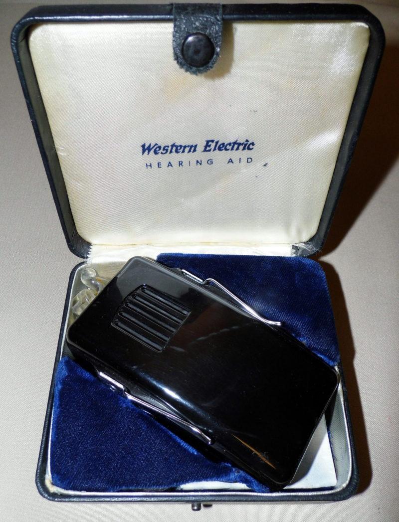 Western Electric vacuum tube hearing aid c.1946. Credit: Joe Haupt from USA / CC BY-SA