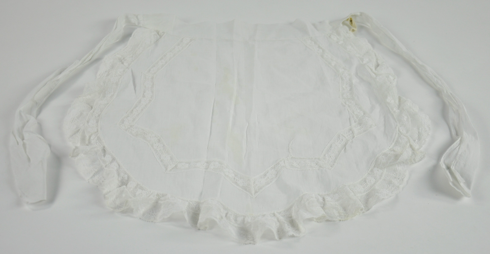 Maid's lawn apron - white cotton with waist ties and lace edging