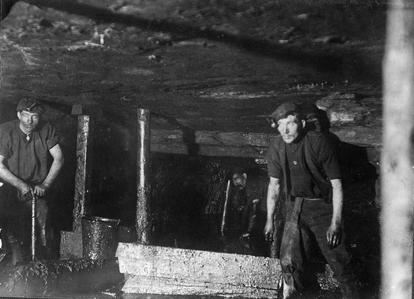 Cleaning Humph (poor quality) coal underground at Camp Colliery near Motherwell, around 1910.
